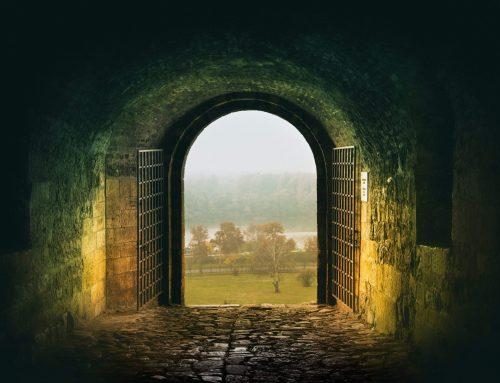 Šventyklos durys atidaromos
